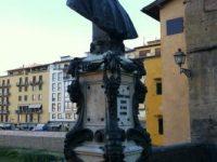 ヴェッキオ橋の真ん中にある「Benvenuto Cellini」ベンヴェヌウート