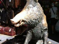 ポルチェッリーノ(子豚ちゃんという愛称のブロンズのイノシシ像)